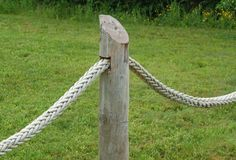 Ship's rope photo, used in fencing. Another beach-theme material for fencing: a ship's rope.