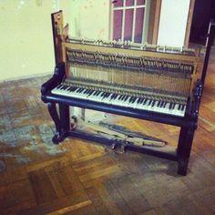 Dead Piano