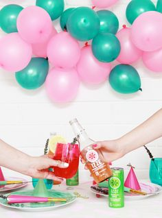 Need some #FriendsdayNight party inspiration? @ABubblyLife is here to help!
