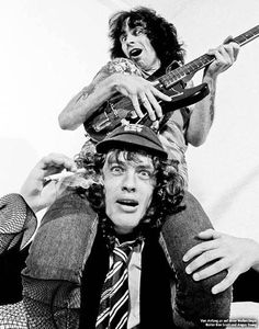 Bon Scott & Angus Young - remember when you were very little, you used to sing along to dirty deeds. man, you were adorable! Music Pics, Music Photo, Music Love, Music Is Life, Rock Music, My Music, Bon Scott, Angus Young, Heavy Metal