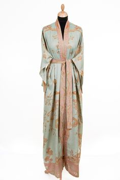 Shibumi Reversible Dressing Gown in Eggshell