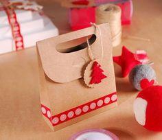 Bolsa regalo navideña con árbol de fieltro: