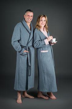 """Robe de chambre Homme """"Campana""""  Il s'agit d'un vêtement d'intérieur confortable et chaleureux. Modèle col croisé, fermeture par ceinture plate. Une poche poitrine et deux poches à la taille. Poignets revers et liseré Peignoir, Pulls, Duster Coat, Revers, Jackets, Plate, Collection, Fashion, Big Wool"""