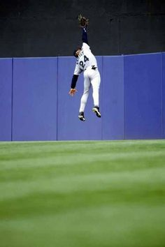 Read More About A Leaping Catch Griffey was one of the greatest center fielders in baseball history, making spectacular catches routinely. He won Gold Gloves in 10 consecutive seasons. Play Baseball Games, Baseball Tips, Baseball Pictures, Sports Baseball, Sports Pictures, Baseball Park, Baseball Quotes, Baseball Equipment, Baseball Stuff