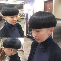 大室 光輝さんはInstagramを利用しています:「斜森さんいつもありがとうございます! #直線 #直線美 #五厘 #五厘刈り #0mm #小江戸川越 #眉毛にびっくり #明日でTIMEラスト」 Bowl Haircuts, Short Bob Haircuts, Creative Hairstyles, Cool Hairstyles, Hairstyle Ideas, Clipper Cut, Shaved Nape, Bowl Cut, Hair Inspo