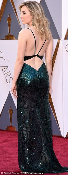 ebd08065cffc Nominee Saoirse Ronan stuns in shimmering emerald gown at the Oscars