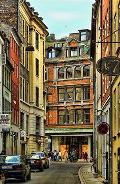 Apacible callejuela en Estocolmo, Suecia.