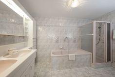 In den heißen Sommertagen ist ein gemütliches Badezimmer auch im Hotel ein vielgeschätztes Gut. Das Hotel Bernhard legt besonderen Wert auf Geräumigkeit und Komfort. Das Hotel, Komfort, Alcove, Bathtub, Bathroom, Cozy Bathroom, Bathing, Standing Bath, Bath Room