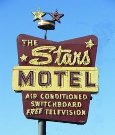 Not sure of the vintage of this Googie-signed motel, but it has TELEVISION and an actual SWITCHBOARD! And the star-studded theme of all good Googie motels. Old Neon Signs, Neon Sign Art, Vintage Neon Signs, Old Signs, Lettering Design, Sign Design, School Signage, Neon Words, Neon Nights