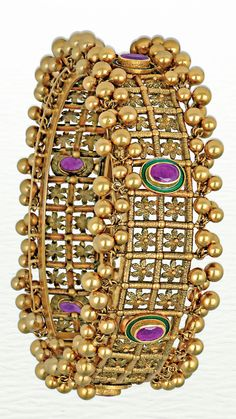Azva modern handcrafted gold cuff for the bride of today #goldjewellery #luxury #style