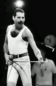 Freddie always had a baseless microphone on stage