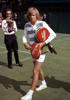 As Tennis Fever Hits Fashion Week Stockholm (and the Movies), We Look Back at Björn Borg's Smashing Style Jimmy Connors, Tennis Rules, Le Tennis, Tennis Techniques, Tennis Legends, Vintage Tennis, Vintage Sport, Tennis Workout, Bjorn Borg