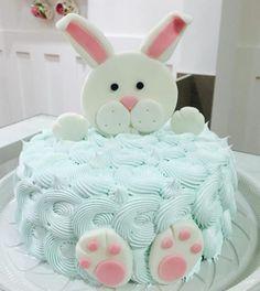 Olha que bolo fofinho da @annacpedrosa para estes dias de Páscoa! #coelhinhodapáscoa #mesversario #pascoachegando #instacake #bolo #boloartistico #cake #cakeartistic #cakemasters #instabolo #instacake #instasweet #lindo #queroessadecor #QED #sweet