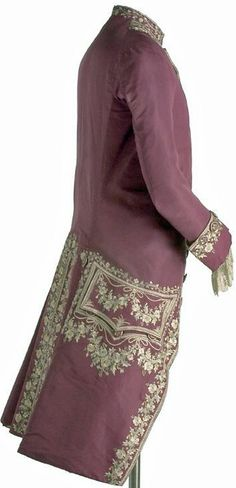 "Frockcoat, 1770, Spain, English ""Gros de Naples"" red silk, linen. Entire coat is lined in silk of the same color.(c) Museo del Traje. CE000401"