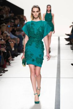 Elie Saab Ready-To-Wear Spring-Summer 2014 Collection - Fashion Diva Design Catwalk Fashion, Fashion Week, Paris Fashion, Fashion Show, Fashion Design, Fashion Killa, Daily Fashion, Women's Fashion, Karl Lagerfeld