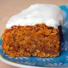 Saftiger Carrot Cake mit Nüssen, Zimt, Kokos... und Frischkäse-Topping