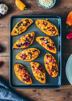 These loaded Mexican Sweet Potato Skins are stuffed with vegetables and vegan cheese. Serve with homemade avocado aioli for a tasty, easy & healthy dinner! Crispy Sweet Potato, Sweet Potato Skins, Loaded Sweet Potato, Mexican Food Recipes, Vegetarian Recipes, Cooking Recipes, Healthy Recipes, Easy Dinner Recipies, Mexican Sweet Potatoes