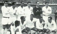 Santos 4 AC Milan 2 (6-6 agg) in Nov 1963 at the Maracana. The Santos team before the Intercontinental Cup, 2nd Leg.