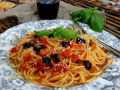 Spaghetti with Tomatoes and Black Olives