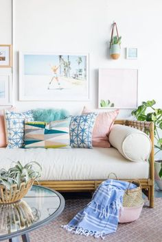 Cute, chic coastal decor in the living room