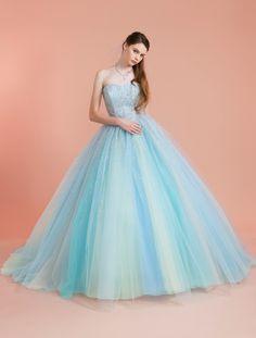 ウエディングドレス、高品質な結婚式ドレスならW by Watabe Wedding / グリッター・ブルー・クリスタル・吉川ひなの