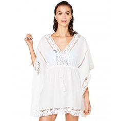 White kaftan with lace from #Benetton #beachwear #Undercolors #SS17 #woman collection