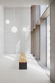 Gallery of Grammar School Frankfurt-Riedberg / Ackermann+Raff - 10 - interior design Design Entrée, Design Loft, Lobby Design, Architecture Design, Minimalist Architecture, Patio Interior, Interior And Exterior, Interior Windows, Minimalism Living