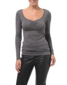 Idéal pour compléter une tenue, ce top peut se porter facilement sous une veste ou un gilet, un collier ou étole fantaisie pourront donner d...