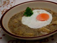 Šošovicový prívarok • Recept | svetvomne.sk Cheeseburger Chowder, Thai Red Curry, Ramen, Food And Drink, Soup, Breakfast, Fit, Ethnic Recipes, Living Room