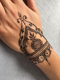 Nice Mehendi by Yulia Shmidt, Slovenia . - You can find Slovenia and more on our website.Nice Mehendi by Yulia Shmidt, Slovenia . Henna Tattoo Hand, Henna Neck, Henna Tattoo Muster, Simple Henna Tattoo, Henna Hair, Cool Henna Tattoos, Tribal Hand Tattoos, Geometric Tattoos, Mandala Tattoo