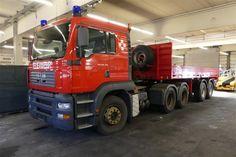 Feuerwehr-LKW N3 MAN TGA 26 413 - Feuerwehrfahrzeuge der Flughafen Wien - Gruppe - Karner & Dechow - Auktionen