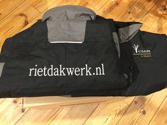 Een voorbeeld van logo's op eigen kleding. In dit geval zowel de voor- als achterzijde. Logo, Fashion, Moda, Logos, Fashion Styles, Fashion Illustrations, Environmental Print