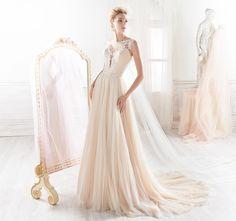 Wedding Dresses of Nicole Spose Boho Wedding, Wedding Gowns, Fashion Show, Fashion Design, Dream Dress, Bridal Collection, Wedding Details, Wedding Ideas, Wedding Accessories