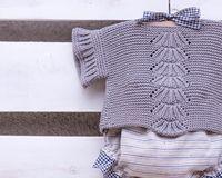 Sweet short sleeves sweater designed and knitted by I Love Tricoté ❤️ Buenos días a todos!! Precioso conjunto diseñado y tejido por I Love Tricoté ❤️. A todos los que estén interesados en aprender a hacer algo así que no dude en llamarnos para apuntarse a nuestras clases! Los que prefieran comprarlo hecho para un regalo por ejemplo, puede hacer un encargo en la talla y color que elija y en pocos días lo tendremos preparado!   #babyknits #ilovetricote #knittingkits