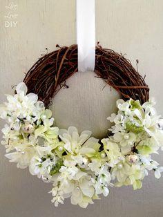 How to make a floral spring wreath with dollar store supplies Diy Spring Wreath, Diy Wreath, Grapevine Wreath, Wreath Ideas, Wreath Making, Door Wreaths, Fleurs Diy, Flower Tutorial, Wreath Tutorial