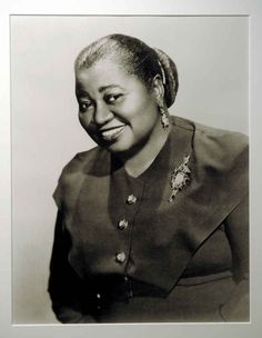 In Hattie McDaniel was the first black person to win an Academy Award for her role as Mammy in Gone With The Wind. Extraordinary Women Of History You Need To Know Now Hollywood Stars, Classic Hollywood, Old Hollywood, Hollywood Glamour, Hollywood Actresses, Black Actresses, Black Actors, Scarlett O'hara, Divas