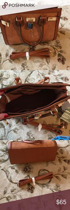 aLDO beautiful bag Very nice Aldo Bags Satchels