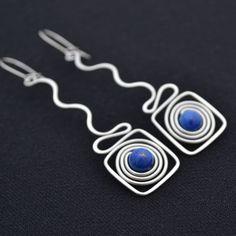 Silver wire and lapiz beads earrings / / Lefnúemm+-+lapis+lazuli+Tepané+náušnice+zhotovené+z+hypoalergenního+drátu+z+chirurgické+oceli+(včetně+náušnicového+zapínání)+s+korálkem+lapisu+lazuli.+Barva+minerálu+-+sytě+modrá.+Vhodné+pro+alergiky.+Délka+včetně+zapínání+6,6+cm,+šířka+v+maximu+1,6+cm.