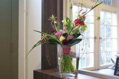 Bloematelier Fleur & Geur - Portfolio Cascade Bouquet, Floral Arrangements, Glass Vase, Flower, Fingers, Bouquets, Business, Home Decor, Dekoration