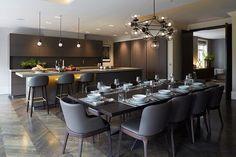 cocina y comedor en un mismo espacio, elegante y adecuado al ambiente en el que lo rodea