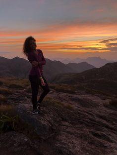 Um dos mais bonitos pôr do sol que eu já vi na vida! Trilha Pedra do Sino Mountains, Travel, Instagram, Pro Life, Bell Work, Nature, Lifestyle, Places, Viajes