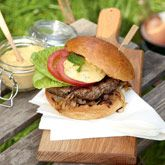 Grilled Lamb Burgers with Mint Aioli and Caramelized Onions Chef Curtis Stone Lentil Burgers, Lamb Burgers, Lamb Burger Recipes, Bbq Lamb, Stone Bbq, Coles Recipe, Healthy Dinner Recipes, Cooking Recipes, Fish Burger