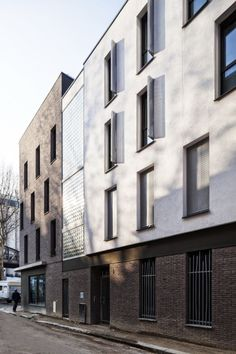 London Brick, Zinc Roof, Brick Facade, Facade Architecture, Building Exterior, Paris Atelier, Multi Story Building, Street View, World