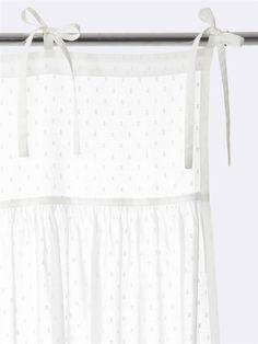 Vorhang mit Tupfenmull, gerafft, Interieur