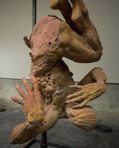 #JavierMarin, #javiermarinescultor.  #escultura de #barro.  #Arte, #artecontemporaneo, #figurahumana.  #sculpture #clay.  #art, #contemporaryart, #humanbody.
