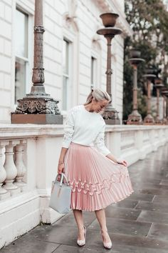 Obsessed with this gorgeous feminine outfit for spring!