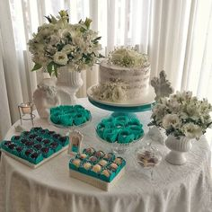 La imagen puede contener: tabla, comida e interior Wedding Cake Table Decorations, Birthday Party Decorations, Civil Wedding, Red Wedding, 40th Birthday Parties, Baby Birthday, Turkish Wedding, Kid Party Favors, First Communion