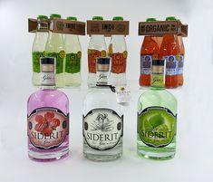 ¡Nuevos precios! los refrescos de INDI Essences  lemon, tónica y strawberry están rebajados en nuestra web!! Gin Siderit de hibiscus, classic y gingerlime tienen también un descuento aplicado, por 29,95 € gastos de envío incluidos puedes tener en tu casa cualquiera de ellas.  Haz tus propios combinados en casa con el mejor producto al mejor precio!! 🍹🍸🍓🍋🌺😉 Gin, Water Bottle, Drinks, Shopping, Gourmet, Home, Appliques, Drinking, Water Flask