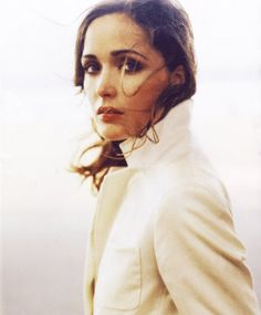 rose byrne--Love her in girl pet Rose Byrne, Most Beautiful Women, Beautiful People, Gorgeous Girl, Girl Crushes, Famous Faces, Pretty People, Portrait Photography, Hair Beauty
