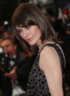 Milla Jovovich, égérie LOréal Paris, coiffée par Dessange